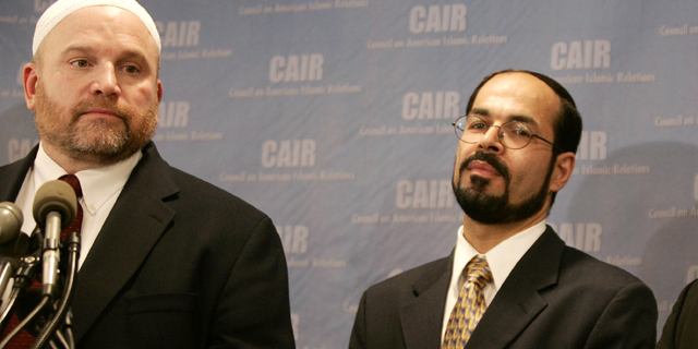 """Muslim Brotherhood-linked groups in the U.S. include the Council of American Islamic Relations. Shown here are CAIR's Founder and Executive Director Nihad Awad (R) and National Communications Director and Spokesperson Ibrahim Hooper (L). Awad was present at the 1993 secret meeting of the U.S. Muslim Brotherhood Palestine Committee in Philadelphia that was wiretapped by the FBI. Participants of the meeting discussed how to support Hamas and, in the words of U.S. District Court Judge Solis """"goals, strategies and American perceptions of the Muslim Brotherhood."""" (Photo: © Reuters)"""