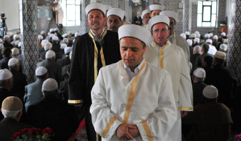 Mufti Ibrahim Serif in the Fillyra Mosque in Thrace. (Photo: Wikimedia Commons)