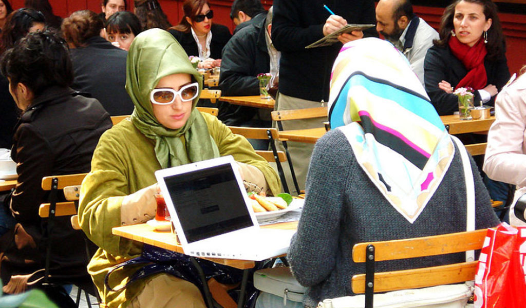 Women in a modern Muslim city (Illustrative photo: Wikimedia Commons/Chriss Schuepp/https://creativecommons.org/licenses/by/2.0/legalcode)