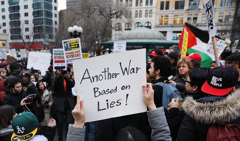 Demonstrators in NY oppose a U.S. airstrike on Syria over the use of chemical weapons (Photo: Spencer Platt/Getty Images)
