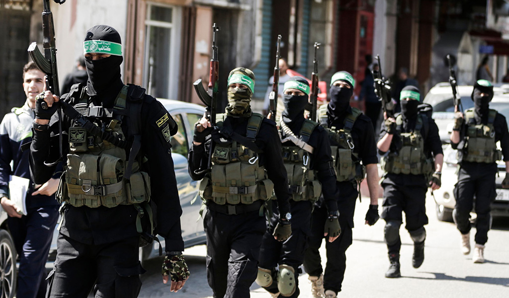 Hamas memebers take part in a military maneuvre in Gaza City on March 25, 2018. (Photo: MAHMUD HAMS / AFP /Getty Images)