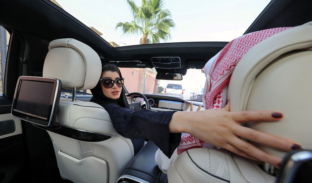 A Saudi woman learns to drive ahead of the lifting of the ban on women driving in the kingdom on June 24, 2018 (Photo: YOUSEF DOUBISI/AFP/Getty Images)