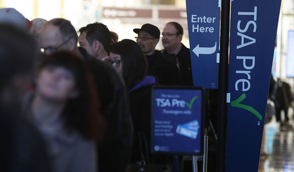 Lines for airport security (Illustrative photo: ALEX WONG/Getty Images)