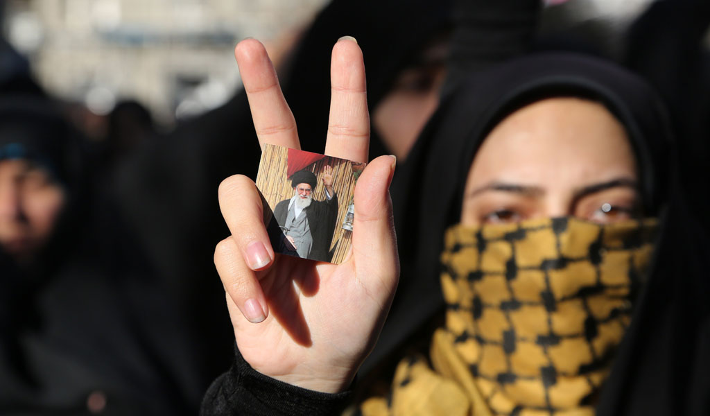 An Iranian student showes her support for the Ayatollah Ali Khamenei, the supreme leader of the Iranian regime (Photo: ATTA KENARE/AFP/Getty Images)