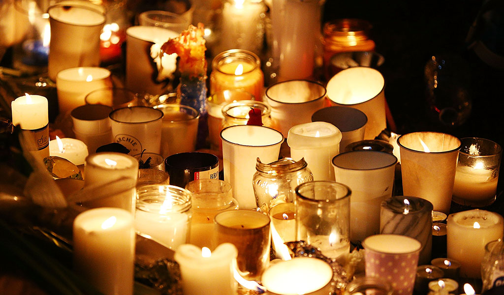 Memorial candles (Photo: Michael Dodge / Getty Images)