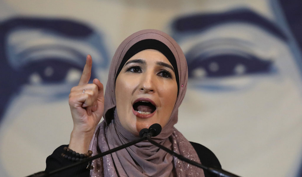 Linda Sarsour speaks at an immigration protest (Photo: John Moore/Getty Images)