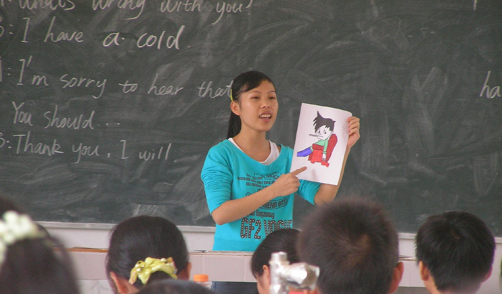 Illustrative photo of a teacher in a classroom. (Photo: Agnola / Wiki Commons - https://upload.wikimedia.org/wikipedia/commons/1/1f/Student_teacher_in_China.jpg)