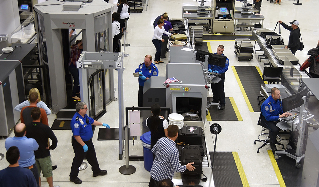 U.S. Transportation Security Administration (TSA) officers inspect airline passengers before they board their flights, at Lambert St. Louis International Airport in St Louis, Missouri. (Photo: ROBYN BECK / AFP / Getty Images)