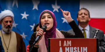 Linda Sarsour attends a public gathering in Times Square, New York. (Photo: Erik McGregor/Pacific Press/Light Rocket/ Getty Images)