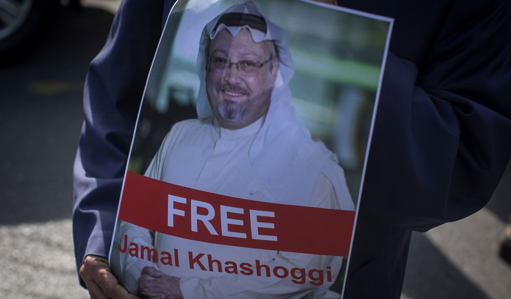 A protester holds a poster of Saudi journalist Jamal Khashoggi during a protest organized by members of the Turkish-Arabic Media Association at the entrance to the Saudi Arabia Consulate on October 5, 2018 in Istanbul (Photo: Chris McGrath/Getty Images)