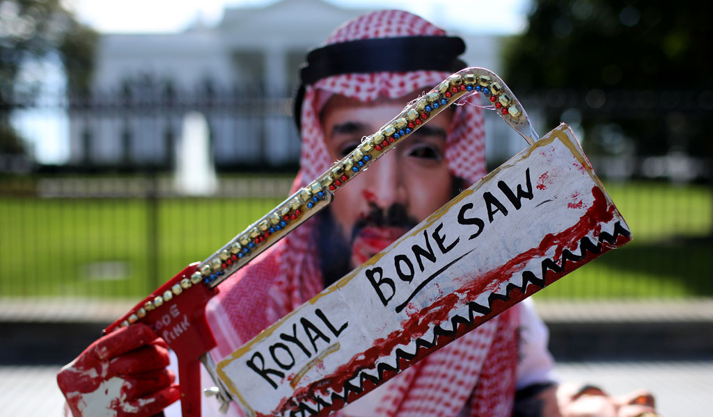 A protester dressed up as Saudi Crown Prince Mohammed bin Salman in front of the White House (Photo: Win McNamee/Getty Images)