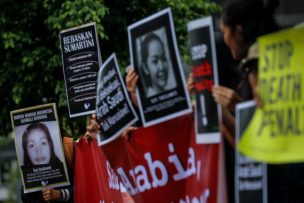 Protest over the execution of Indonesian migrant worker Tuti Tursilawati in front of the Embassy of Saudi Arabia at Jakarta, Indonesia, on Friday, November 2, 2018. (Photo: Andrew Lotulung / NurPhoto / Getty Images)