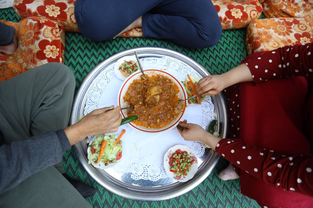 Libyan family shares a traditional meal. (Photo: Mahmud Turkia / AFP / Getty Images)