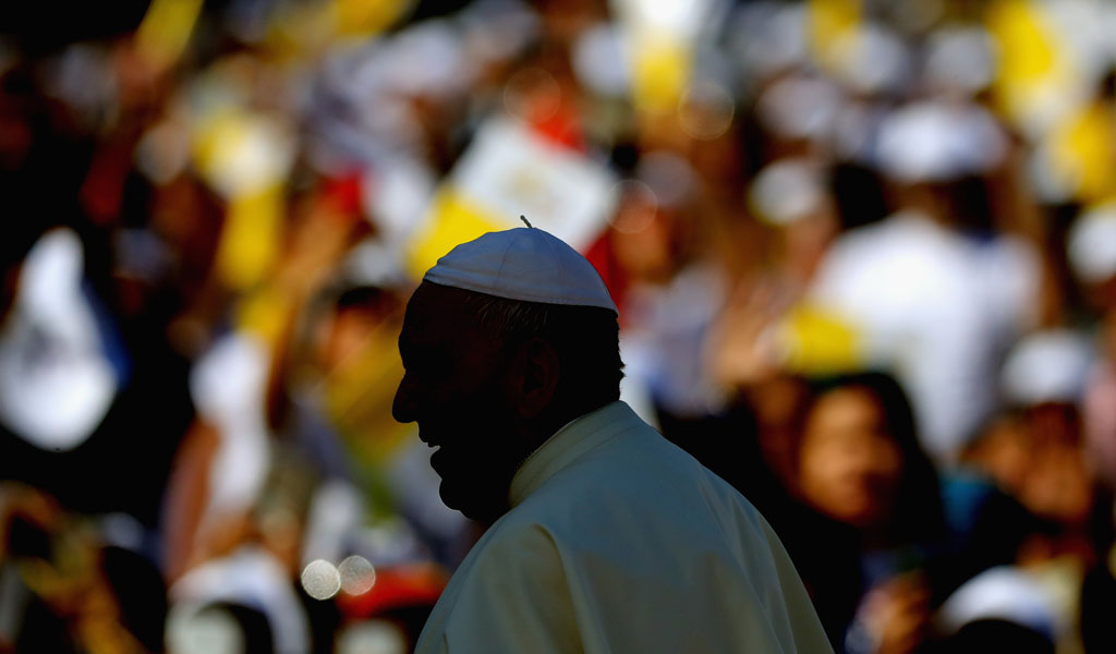 The pope delivers a mass for an estimated 170,000 faithful in the UAE (Photo: Francois Nel/Getty Images)
