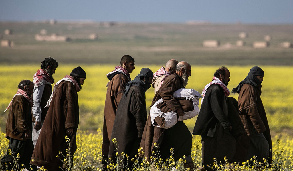 Suspected ISIS fighters surrendering to US-back Syrian Democratic Forces (Photo: DELIL SOULEIMAN/AFP/Getty Images)