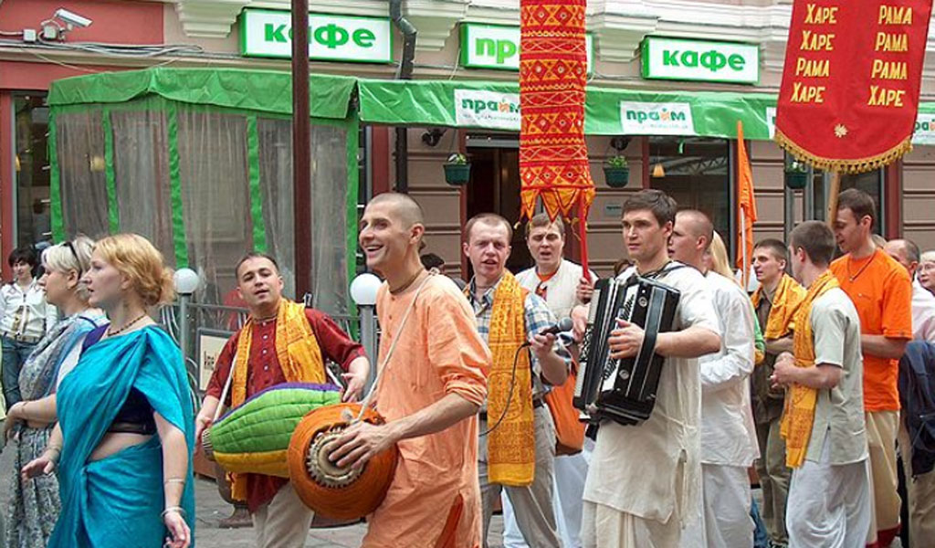 Followers of the Hare Krishna cult in Moscow in June 2006 (Photo: Wikimedia Commons/Anneli Salo/CC 3.0)