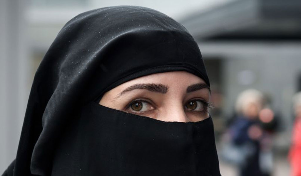 A woman wears a niqab (Illustrative photo: FABRICE COFFRINI/AFP/Getty Images)