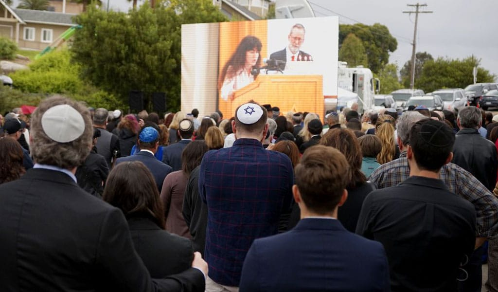 Congregants and other members listen to Hannah Kaye -- daughter of Lori Gilbert-Kaye, who was killed in a shooting at the Chabad of Poway Synagogue -- speak during Gilbert-Kaye's funeral. (Photo: SANDY HUFFAKER/AFP/Getty Images)