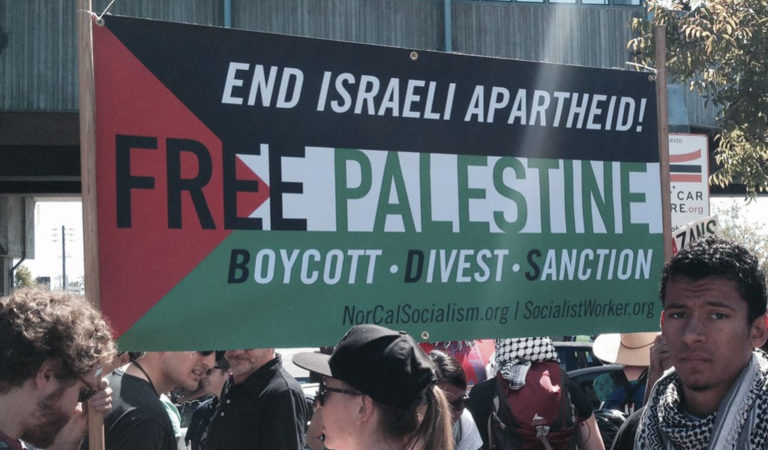 A pro-BDS protest in California. Under the expanded Title VI, federal institutions which promote anti-Semitism would be denied funds (Photo: Flickr-Alex Chris)