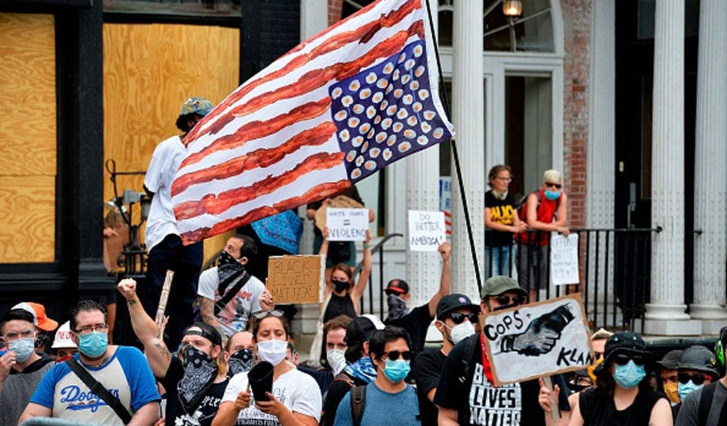 (Photo: Black Lives Matter and Antifa groups protests a pro-police and Trump rally in Boston, Massachusetts (Photo: JOSEPH PREZIOSO/AFP/Getty Images)